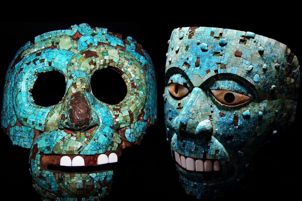 voladores - mosaic of turquoise located in Chichen Itza 3